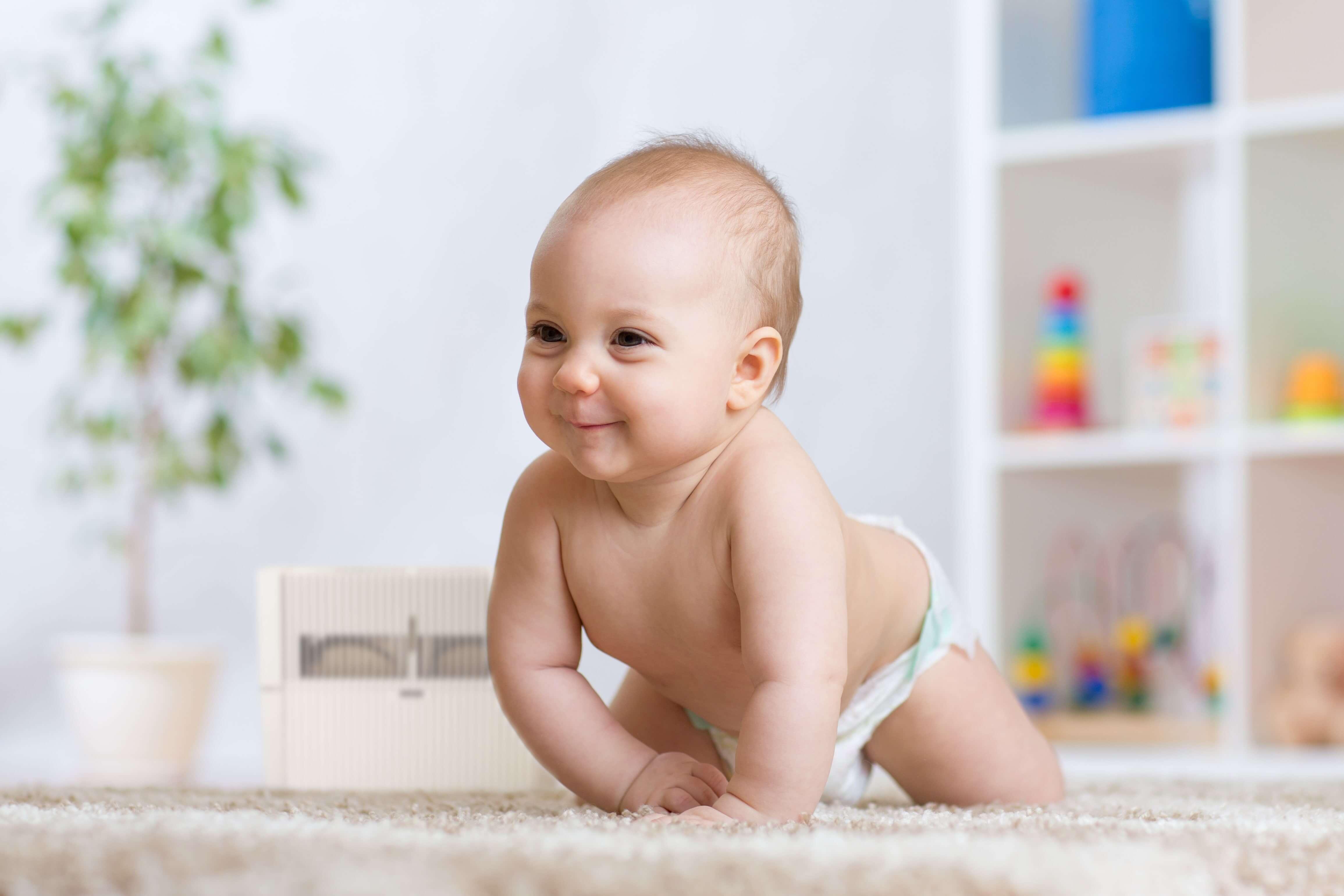 bebelus in camera