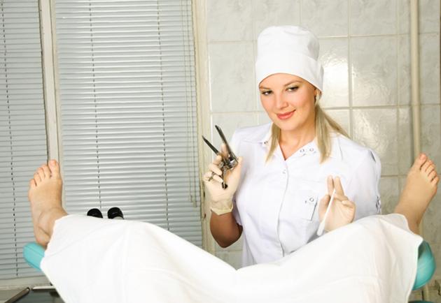 pacienta la control ginecologic