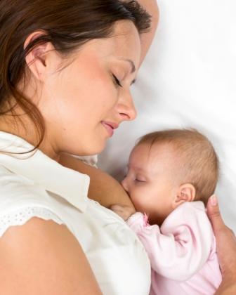 De ce să nu pui lapte matern în ochii și nasul bebelușului | british-pub.ro