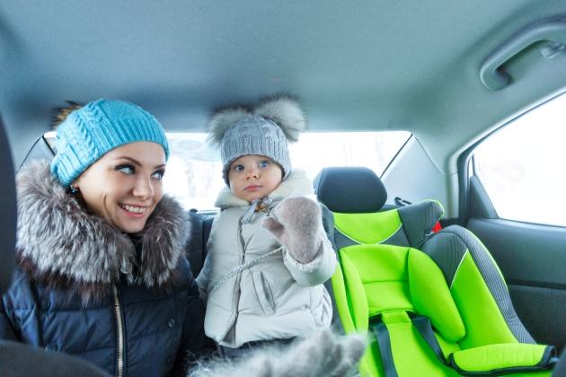 scaunul auto cu geaca de iarna