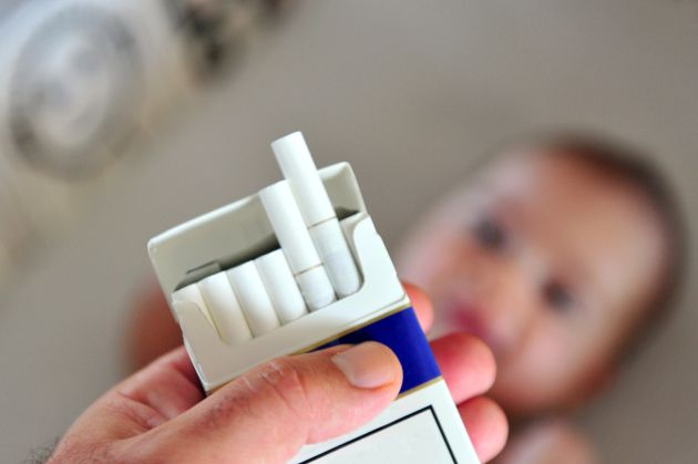 fumatul la mana a treia
