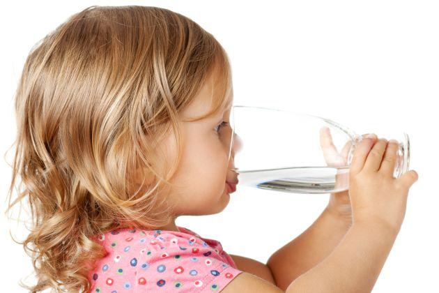 semne ca al tau copil nu bea suficienta apa
