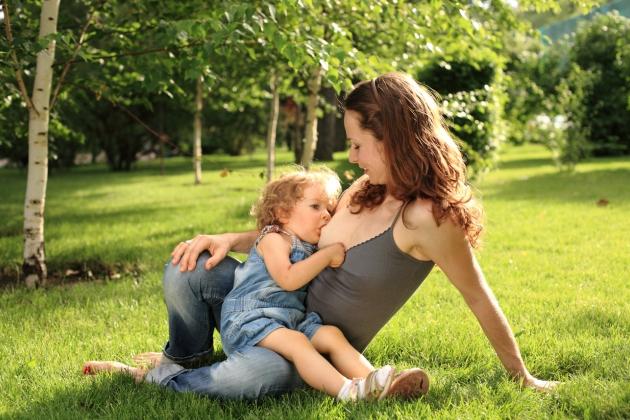 de ce sa alaptezi un copil care este suficient de mare