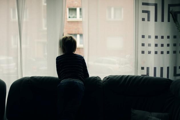 copilul singur in casa