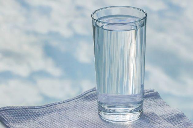 cata apa trebuie sa bei