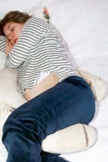 femeie insarcinata care doarme