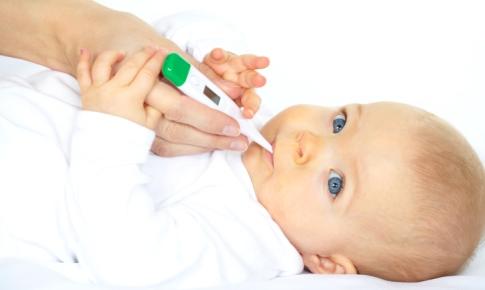 bebelus cu febra