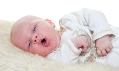bebelus care tuseste
