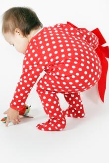 bebe in pijamale