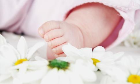 unghiile de la picioarele bebelusului