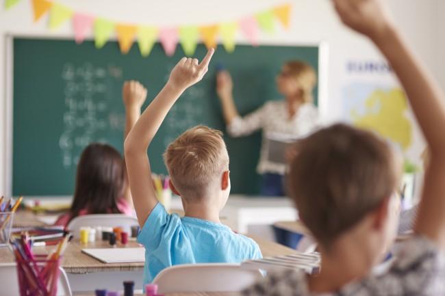 mai multi elevi in banci la scoala