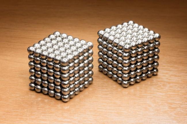 doua cuburi din bile magnetice antistres