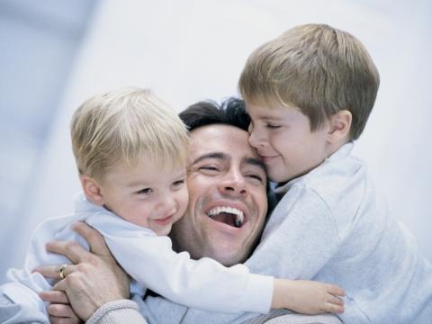 Tata si baietii lui