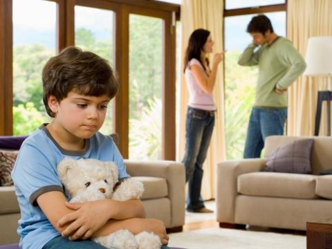 Parinti certandu-se in prezenta copilului