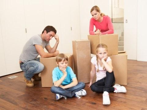 Familie si cutii carton