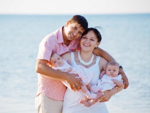 Familie cu bebelusi gemeni
