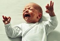 bebe care plange