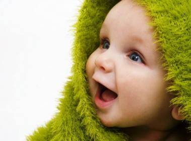 poza bebelus adorabil in prosop