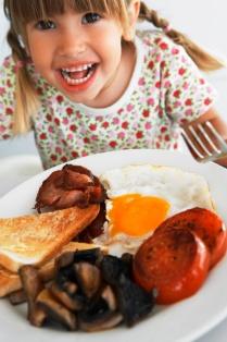 poza fetita micul dejun