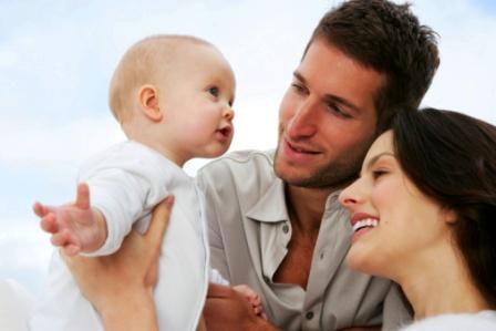 poza mama, tata si bebe, familie fericita