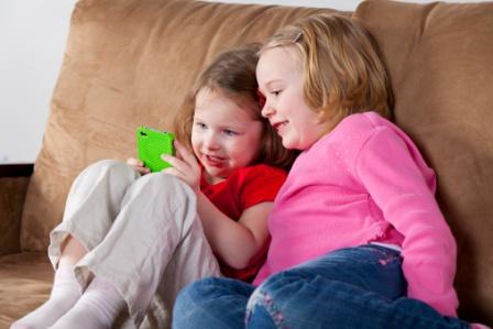 poza copii si gadget-uri