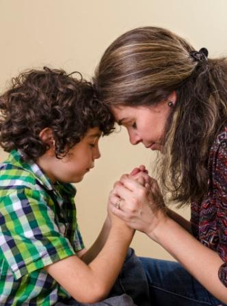 poza mama si copilul in rugaciune