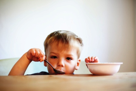 poza copil la masa lipsa poftei de mancare