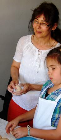 poza Corina Munteanu si Atelierele de paine cu maia