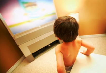 poza copil la televizor