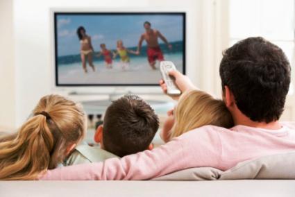 Mami si tati se uita la TV uneori
