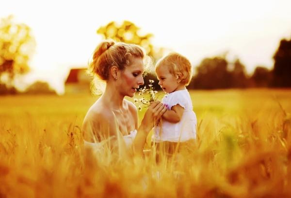 poza mama si copilul in natura