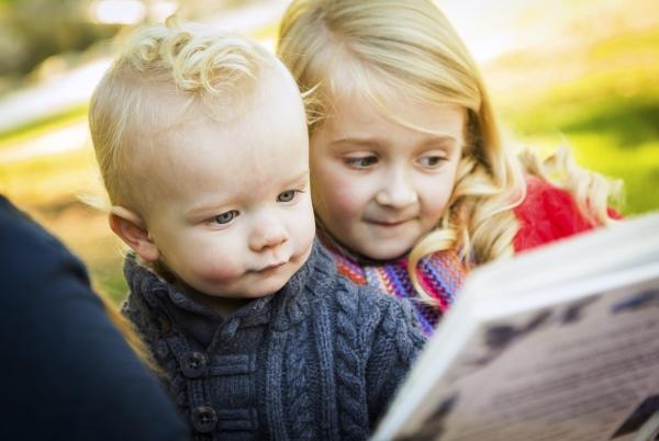 poza copii citesc