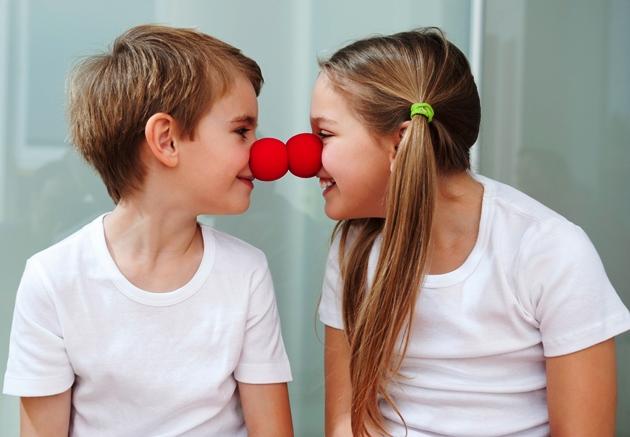 poza copii cu nas de clovn