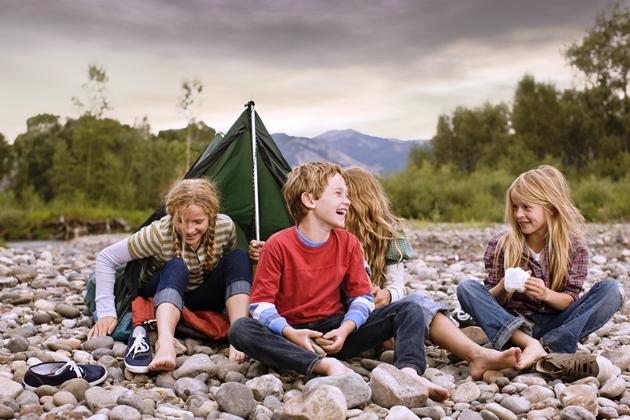 poza copii in tabara cu cortul