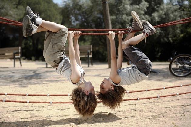 poza copii pe terenul de joaca