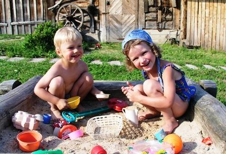 poze copii la joaca