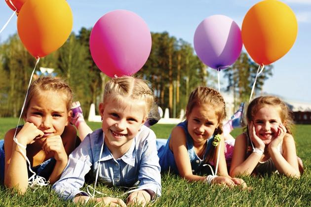 poza fetite cu baloane la joaca