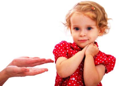 poză fetiţă în roşu