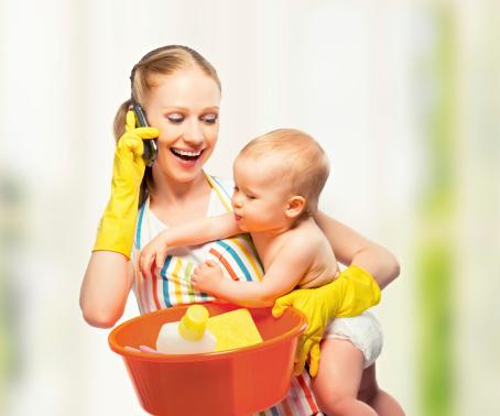 poza mama si copilul la curatenie