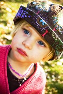 Poza fetita adorabila ochi albastri