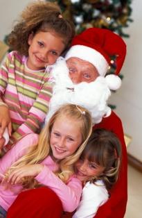 poza Mos Craciun si copiii