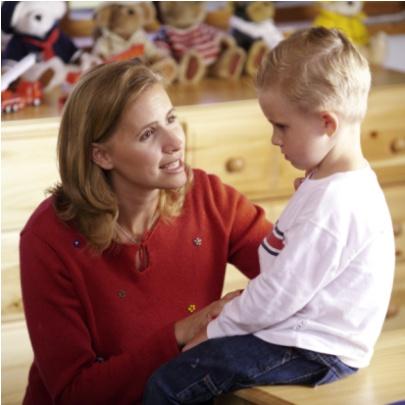 mama vorbeste cu copilul