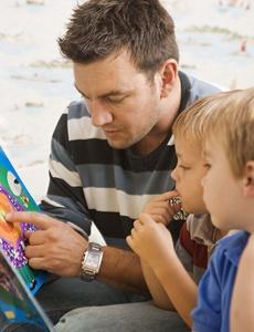 tatal citeste copiilor