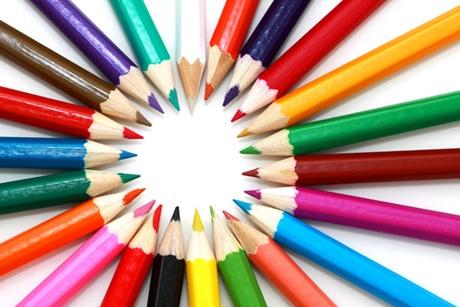 poza cu creioane colorate