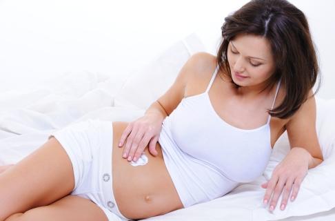 Gravida folosind lotiune de corp