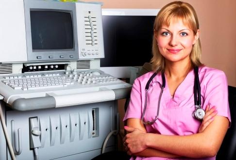 Medic langa ecograf