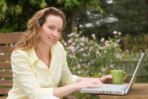 Femeie cu laptop
