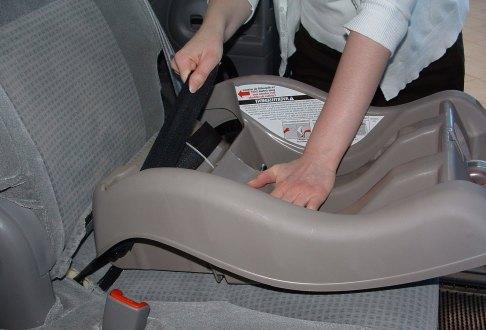 Montare scaunel pentru copii in masina