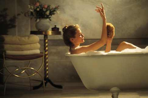 Femeie facand baie