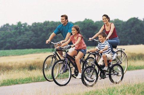 Familie pe biciclete